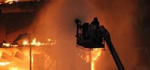 Incêndio de grandes proporções atinge prédios no Centro de SP