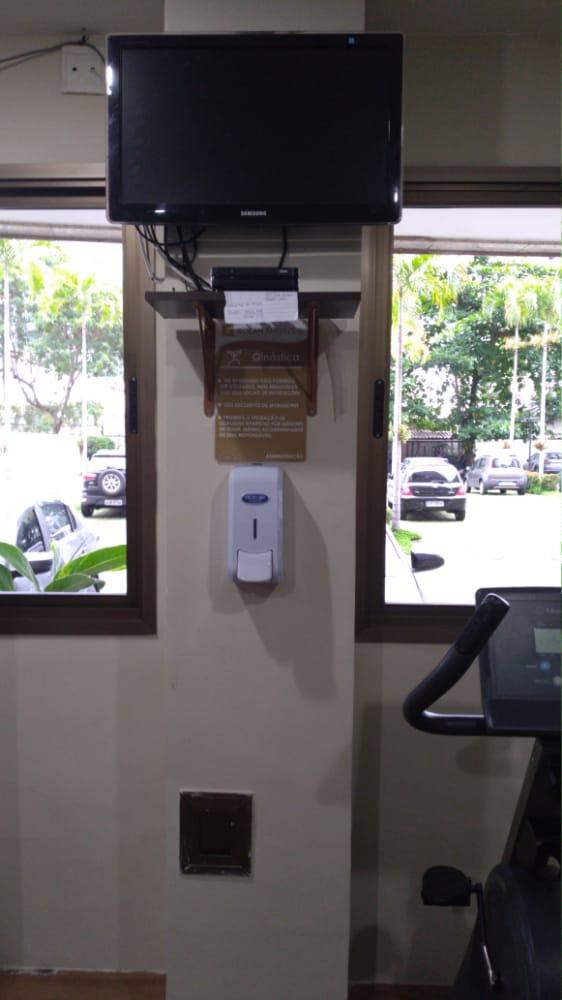 Dispenser de álcool gel em condomínio