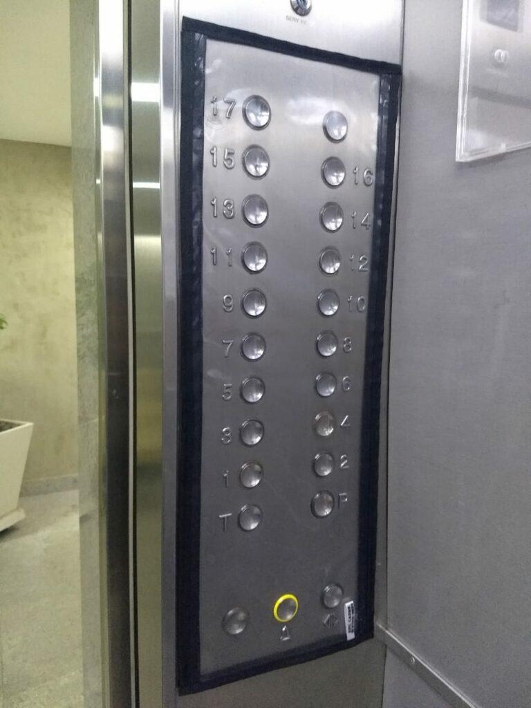 Proteção para botões dos elevadores em condomínios