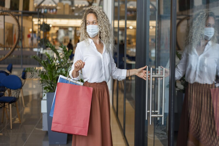 woman-with-face-mask-carrying-shopping-bags (1)