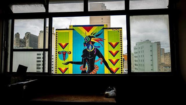 Grafite da artista Criola