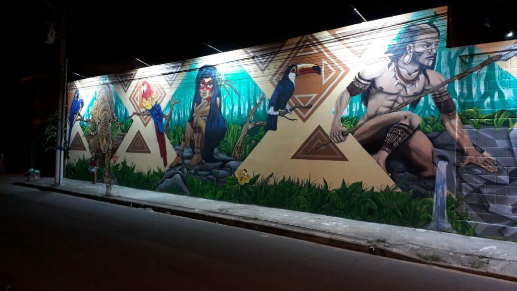 Fábrica com grafite no muro