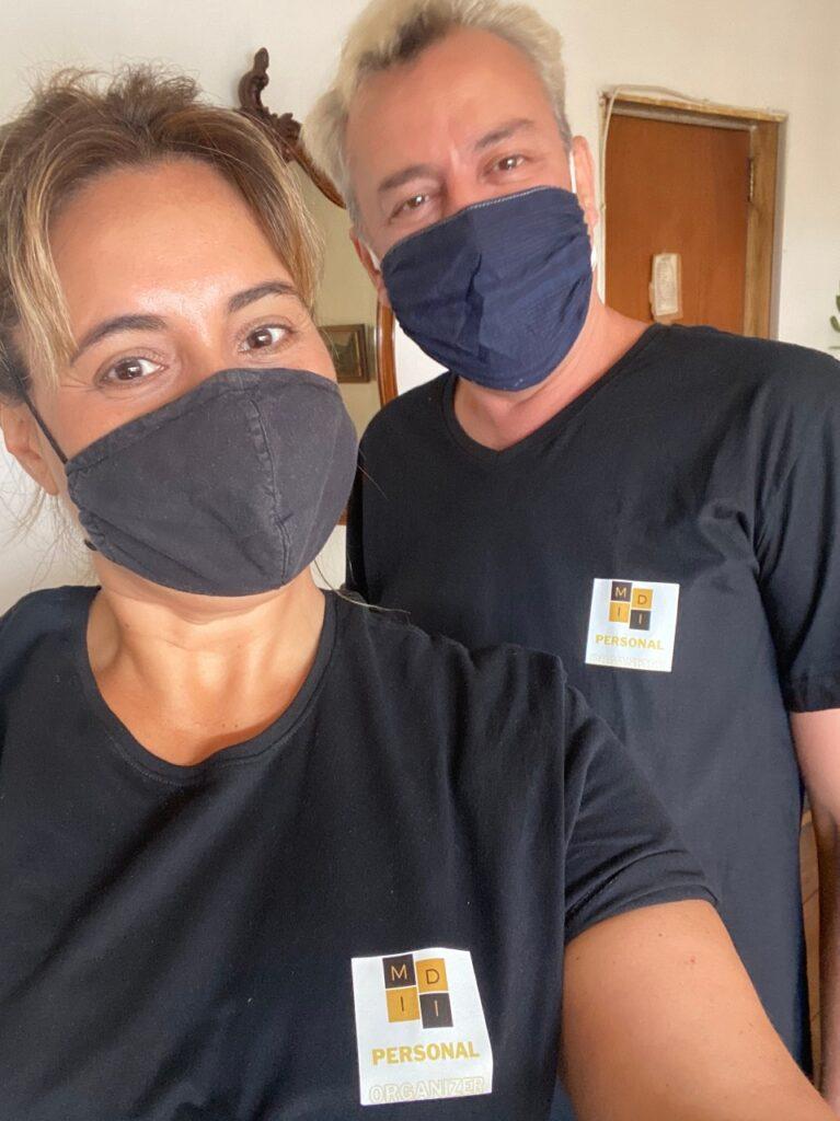 homem e mulher de máscara