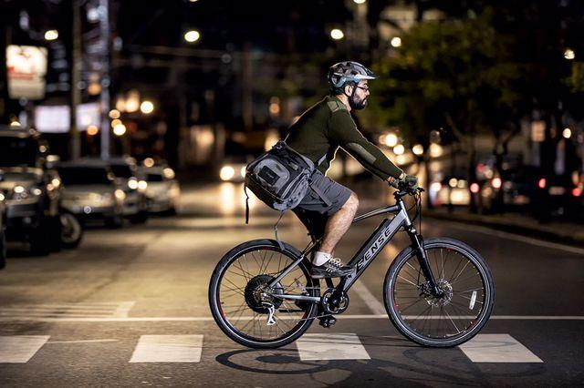 homem em bicicleta