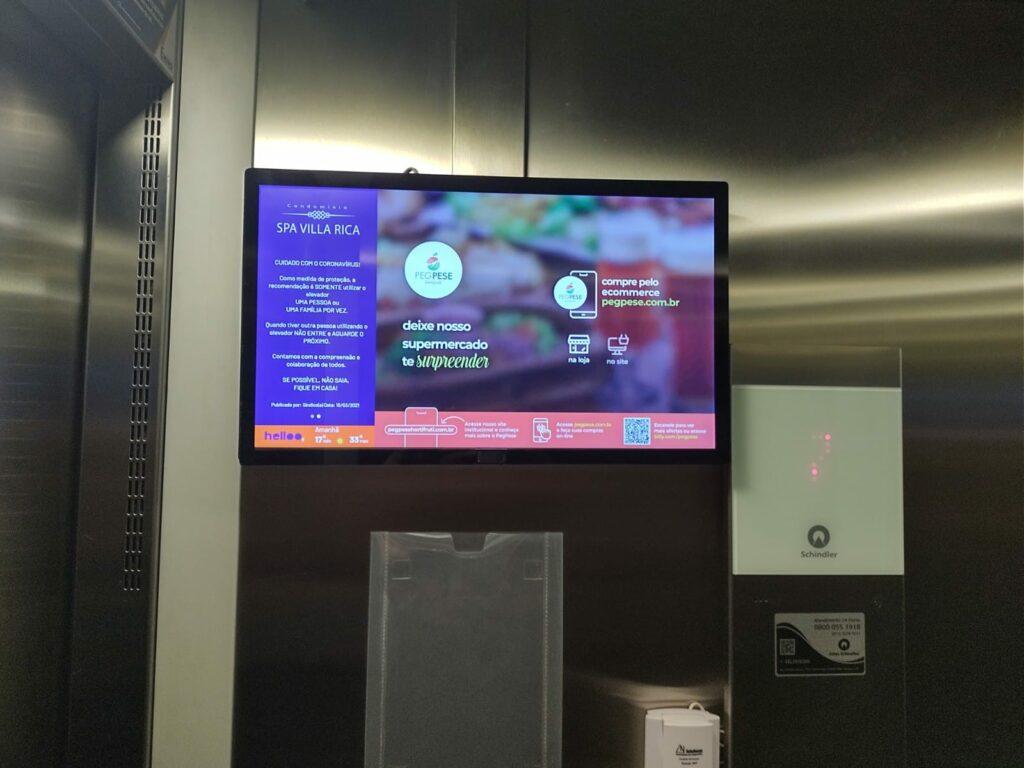 Televisão nos elevadores