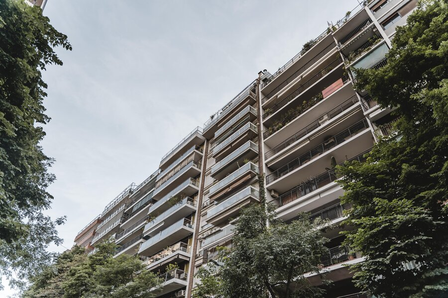 apartment-building-in-the-city-with-vegetation (1)